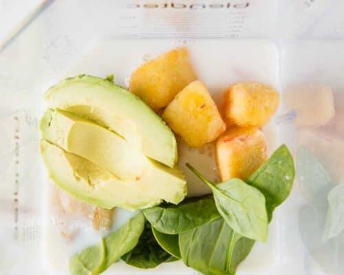 avocado smoothie ingredients in blender