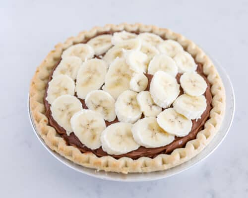 bananas on top of chocolate pie