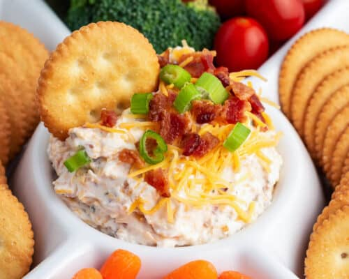 bacon cheddar dip with crackers